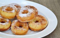 Ζαχαρωμένα κουλουράκια με μαγιά στο τηγάνι ή στον φούρνο (VIDEO) Beignets, Breakfast Snacks, Greek Recipes, Bagel, Doughnut, Cooking Recipes, Sweets, Bread, Cookies