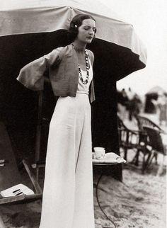 "The Photographers Who Documented the Birth of Street Style Französische ""Street"" -Mode, Jahre. 1930s Fashion, Moda Fashion, Retro Fashion, Vintage Fashion, Beach Fashion, Womens Fashion, Cheap Fashion, Fashion Skirts, Fashion 2018"