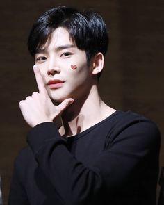 Neoz School, Chani Sf9, Yesung Super Junior, Sf 9, Fnc Entertainment, Kdrama Actors, Handsome Boys, Boy Groups, Actors & Actresses