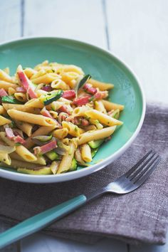 Pennette speck e zucchine: semplice e super gustoso per la tua cena dell'ultimo minuto.  [Pasta with zucchini and italian speck]