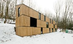 Low Energy Bamboo House: Location: Beukenlaan, 3110 Rotselaar, BelgiumYear of Construction: AST 77 Architecten Texturally rich and interesting, this house uses bamboo as a facade material. Architecture Résidentielle, Contemporary Architecture, Green Building, Building A House, Bg Design, Interior Design, Design Ideas, Wooden Facade, Bamboo House