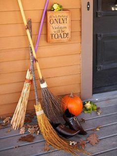 """oh, this will go perfectly with the rest of my halloween decor... love the """"violators will be toad"""" sign, bahaha"""