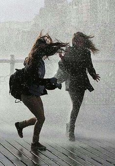 Because we are best friends. Because we dance . That is why we dance in the rain. Walking In The Rain, Singing In The Rain, Photos Bff, Polaroid Photos, I Love Rain, Girl In Rain, Rain Photography, Emotional Photography, Inspiring Photography