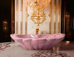 Classic luxury bathroom for royal families