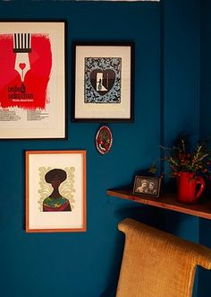 Homes - bold : hallway with blue walls
