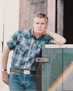 In Jeffrey Schwarz's excellent 2015 documentary, Tab Hunter Confidential (streaming on Netflix), the actor Tab Hunter recounted his experience attending a private gay and lesbian Hollywood party in Hooray For Hollywood, Hollywood Stars, Hollywood Men, Hollywood Icons, Vintage Hollywood, Classic Hollywood, Tab Hunter, Plus Tv, Out Of The Closet