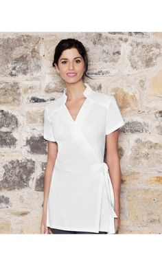 Your go-to store in Ireland for beauty uniforms brings combed cotton Emma tunic to you! Shop this ideal salon/ spa tunic in stylish design. Salon Uniform, Spa Uniform, Uniform Shop, Uniform Dress, Hotel Uniform, Emma Beauty, Beauty Tunics, Beauty Uniforms, Tunics Online