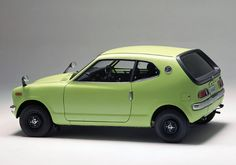 """Honda Z coupe - came with an air cooled 2 cylinder engine or the sportier - with a engine. It originally sold at Honda Motorcycle dealerships until the arrival of the Civic & Honda Car dealers. At first they arrived as a """"kit. Classic Japanese Cars, Japanese Sports Cars, Classic Cars, Soichiro Honda, Kei Car, Microcar, Honda Cars, Transporter, Unique Cars"""
