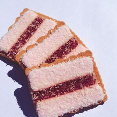 Here we have the perfect combo of marshmallow, jam, coconut, and biscuit. It was always an exciting day when Mum bought these home from the grocery store instead of the usual Scotch Fingers. Aussie Food, Australian Food, Australian Recipes, Takeaway Shop, Real Burger, Cake Stall, Fairy Bread, School Cake, Strawberry Jelly