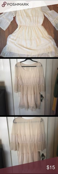 Blu Pepper Peasant Dress Blu Pepper Peasant Dress. Cream color, lined, bell sleeves, lace, size large. Used, with some pulls, but otherwise great condition. Blu Pepper Dresses Midi