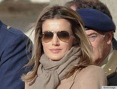 Princess Letizia of Spain wears her sunnies best. No royal wears aviators better. Only Fashion, Teen Fashion, Womens Fashion, Fashion Tips, Fashion Trends, Fashion Outfits, Runway Fashion, Fashion Weeks, Paris Fashion