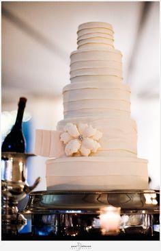 vera wang dress inspired cake
