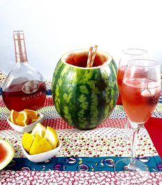 Sangria de rosé dentro de uma melancia: há melhor maneira de beber um copo ao fim do dia? #top #mateusrose #sempresurpreendente #sangria