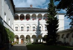 Kloster Wernberg, Kärnten Mansions, House Styles, Blog, Home Decor, Nice Asses, Mansion Houses, Room Decor, Villas, Luxury Houses