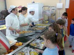 School cafeteria, kids menus. (Comedores escolares saludables)... Source: http://www.consumer.es/web/es/alimentacion/aprender_a_comer_bien/infancia_y_adolescencia/2012/06/15/210244.php