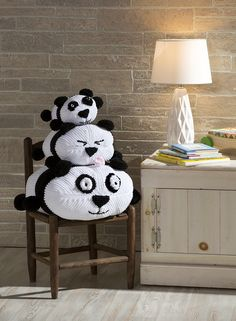 Free knitting patterns - how to knit a stuffed panda bear - DIY hand made home made stuffed animals pattern - knitting tutorial - tsum tsum craft ideas