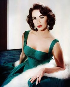 Our Vintage Style Icon Elizabeth Taylor. The Elizabeth Taylor Look Book, circa 1950 - classic dress, classic pose - amazing woman. Hollywood Icons, Old Hollywood Glamour, Vintage Hollywood, Classic Hollywood, Old Hollywood Dress, Old Hollywood Actresses, Hollywood Costume, Hollywood Hair, Old Hollywood Stars