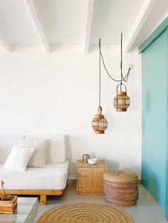 white & turquoise / wicker / living room / beach house /