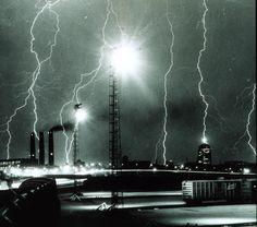 Google Image Result for http://upload.wikimedia.org/wikipedia/commons/7/7a/Lightning_storm_over_Boston_-_NOAA.jpg