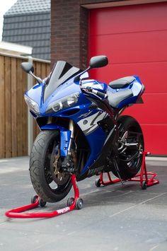 Yamaha R1 Yamaha Motorcycles, Yamaha Yzf R1, Cars And Motorcycles, Monster Bike, Speed Bike, Super Bikes, Street Bikes, Custom Bikes, Motorbikes