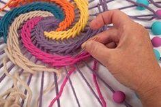 Embroidery Hoop Crafts For Kids Tutorial - Diy Crafts - Marecipe Weaving Textiles, Weaving Art, Weaving Patterns, Diy Fleur Papier, Dreamcatcher Crochet, String Art Diy, Dream Catcher Craft, Dream Catcher Mandala, Mandala Au Crochet