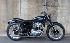 Now this is an authentic looking brat style bike. Vintage Motorcycles, Cars And Motorcycles, Enfield Bike, Honda, Kawasaki Motorcycles, Moto Bike, Classic Bikes, Scrambler, Kustom