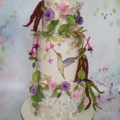 A humming bird in the enchanted garden Bird Cakes, Enchanted Garden, Love Cake, Cake Decorating