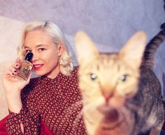 Sì Armani Eau de Parfume cat photo bombing