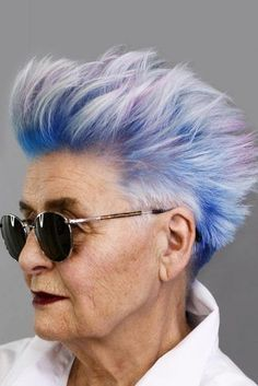 Extremely Short Edgy Pixie ❤️ Looking for cool pixie haircuts for women over Best hairstyles for older women with short grey hair are here. These 2018 trends flatter all the face shapes!Discover the trendiest pixie haircuts for women over Stunnin Short Grey Hair, Short Hair Cuts, Short Hair Styles, Colored Short Hair, Grey Hair Over 50, Pixie Cuts, Long Hair, Short Hairstyles For Women, Trendy Hairstyles