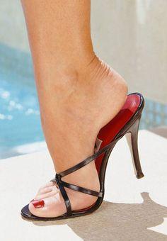 Bare feet in flip-flops, mules, pumps, flat pumps and clogs. Black Stiletto Heels, Open Toe High Heels, Platform High Heels, Black High Heels, Hot Heels, Sexy Sandals, Beautiful High Heels, Gorgeous Feet, Talons Sexy