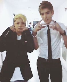Kris looking pretty hot, and Amber is just a cutie patootie so this is just perf