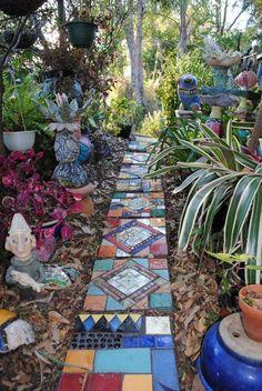 Unique Gardens, Small Gardens, Beautiful Gardens, Stone Garden Paths, Garden Stones, Stone Paths, Garden Ideas With Stones, Diy Garden, Shade Garden