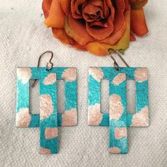 How to use metallic paints to make colorful metal earrings! This is a great beginner jewelry-making project!