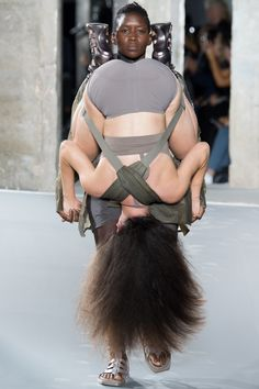Rick Owens Spring 2016 Ready-to-Wear Fashion Show on vogue.com... IT'S A GIF, PEOPLE!!!!! SERIOUSLY CRY LOLING