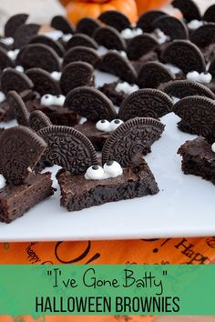 """I've Gone Batty"" Halloween Brownies – – - Halloween Desserts Halloween Brownies, Halloween Desserts, Halloween Cupcakes, Halloween Fingerfood, Halloween Torte, Halloween Backen, Pasteles Halloween, Hallowen Food, Healthy Halloween Treats"