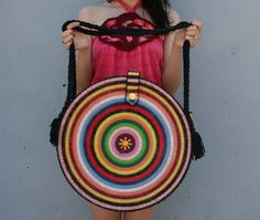 COLORFUL BULLSEYE Huge 70s Festival Bag - to try in crochet