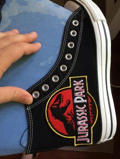 Post with 14 votes and 32957 views. Small DIY project to make a pair of Jurassic Park shoes. Jurassic Park Party, Jurassic Park World, Diy Converse, Converse Shoes, Dinosaur Party, Dinosaur Shoes, All Star, Painted Shoes, Painted Converse
