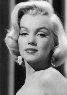 """Marilyn Monroe, publicity photo for """"How to Marry a Millionaire"""", Marylin Monroe, Marilyn Monroe Artwork, Young Marilyn Monroe, Old Hollywood Glam, Classic Hollywood, Hollywood Actresses, Laser Tag, 1940s Woman, Actor Studio"""