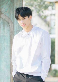Tống Uy Long - Song Wei Long - 宋威龙 Cute Korean, Korean Men, Asian Men, Cute Boys, My Boys, Song Wei Long, Comic Tutorial, Boy Idols, Chinese Boy