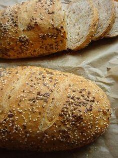 Szerintem tényleg ez a tökéletes házi kenyér receptje. Nem egyszer készítettem kenyeret házilag, mire sikerült kitapasztalnom a megfelelő arányokat és műveleteket. Ahosszas leírás ne rémisszen meg senkit! Csupán pontosan, részletesen leírtam mindent, hogy ha ezeket betartjuk, 1-2 alkalom után… Pastry Recipes, Bread Recipes, Cooking Recipes, Healthy Recipes, Hungarian Recipes, Bread And Pastries, Ciabatta, Bread Rolls, Diy Food