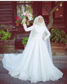Modern White Muslim Lace Wedding Dress With Ball Gown Style This elegant white wedding dress can also be used as one of the best wedding dress references this year. This dress is very suitable for … Muslim Wedding Gown, Hijabi Wedding, Wedding Hijab Styles, Muslimah Wedding Dress, Muslim Wedding Dresses, Muslim Brides, White Wedding Dresses, Wedding Bride, Bridal Dresses