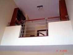 Balustrada wewnętrzna ze stali nierdzewnej w domku jednorodzinnym