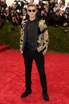 """Justin Bieber took to this year's theme of """"China: Through The Looking Glass"""" by donning a black and gold Balmain jacket for the Costume Institute Benefit Gala at the Metropolitan Museum of Art on May Justin Bieber Ropa, Justin Bieber Fotos, I Love Justin Bieber, Justin Bieber Glasses, Gala Dresses, Nice Dresses, 2015 Dresses, Celebrity Dresses, Celebrity Style"""