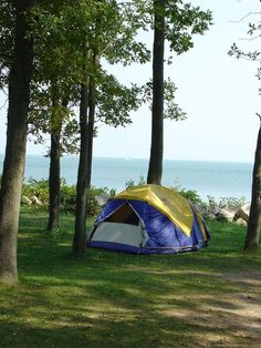 Camping for the majority of people means a tent and sleeping on a mat on the ground. If that does not actually appeal to you, then camping in a RV is what you require. It is the ultimate outdoor camping adventure. Lakeside Camping, Camping In Ohio, Lake Camping, Camping Places, Camping Spots, Campsite, Camping List, Camping Guide, Luxury Camping