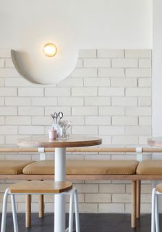 White brick and reclaimed eucalyptus wood fill Sydney Dessert Kitchen Japanese Interior Design, Cafe Interior Design, Cafe Design, Brick Cafe, Wood Cafe, Brick Interior, Kitchen Interior, Cafe Restaurant, Restaurant Design