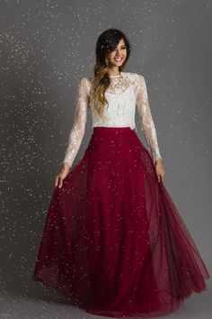 Our cute tulle skirts and tulle dresses are the perfect feminine pieces that can easily be dressed up with one of our lace tops for a formal party or dressed down with one of our casual tops for an afternoon out with your girlfriends. Maxi Outfits, Long Skirt Outfits, Long Skirts, Modest Outfits, Indian Gowns Dresses, Indian Fashion Dresses, Modest Fashion, Stylish Dresses, Elegant Dresses