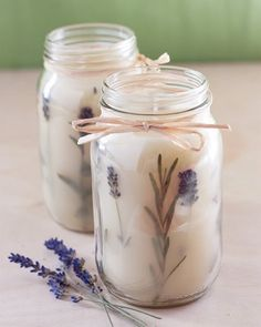 DIY: Pressed Herb Candles – I can't wait to try this project! It actually … DIY: Pressed Herb Candles – I can't wait to try this project! It actually looks really easy once you have all the wax and wicks. This will make a fabulous handmade gift! Diy Candles Easy, Buy Candles, Homemade Candles, Making Candles, Diy Candle Ideas, Diy Candles Scented, Teacup Candles, Beeswax Candles, Diy Organic Candles