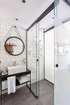 Le miroir rond investit nos intérieurs depuis un an, remplaçant peu à peu le traditionnel miroir de barbier dans la salle de bain. Qu'il ...