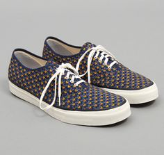 """BEAUTY & YOUTH U.A.: TH-S & Co. 5 Eyelet Sneakers, 3-D Chevron Discharge Print """"Shwe Shwe"""""""