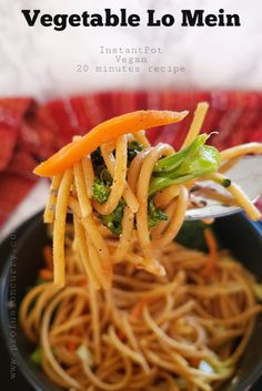 Vegetable Lo Mein noodles are easy to make at home in Instantpot or stove top. This 20 minute Chinese noodles recipe is ideal for weeknight dinners and tastes better than take outs. Instant Pot Pressure Cooker, Pressure Cooker Recipes, Pressure Cooking, Curry, Vegan Lo Mein, Chinese Noodle Recipes, Vegetable Lo Mein, Vegetable Dish, Vegetable Recipes
